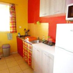 Отель Bungalow With one Bedroom in Guadeloupe, With Pool Access, Enclosed Ga в номере