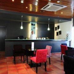 Отель Caldas Internacional Калдаш-да-Раинья гостиничный бар