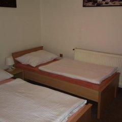 Отель Hostel 4 U - Dolni Chabry Чехия, Прага - отзывы, цены и фото номеров - забронировать отель Hostel 4 U - Dolni Chabry онлайн комната для гостей
