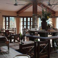 Отель The Begnas Lake Resort & Villas Непал, Лехнат - отзывы, цены и фото номеров - забронировать отель The Begnas Lake Resort & Villas онлайн гостиничный бар