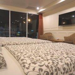 Отель Phuket Airport Suites & Lounge Bar - Club 96 Улучшенный люкс с различными типами кроватей