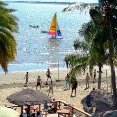 Отель Smugglers Cove Beach Resort and Hotel Фиджи, Вити-Леву - отзывы, цены и фото номеров - забронировать отель Smugglers Cove Beach Resort and Hotel онлайн пляж фото 2