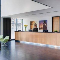 Отель InterCityHotel Hamburg Hauptbahnhof Германия, Гамбург - 1 отзыв об отеле, цены и фото номеров - забронировать отель InterCityHotel Hamburg Hauptbahnhof онлайн интерьер отеля фото 2