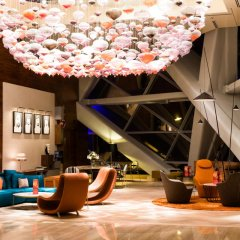 Отель Andaz Capital Gate Abu Dhabi - A Concept By Hyatt Абу-Даби интерьер отеля