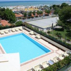 Отель Perla del Parco Италия, Риччоне - отзывы, цены и фото номеров - забронировать отель Perla del Parco онлайн бассейн фото 2