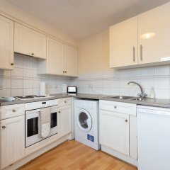 Отель 3 Bedroom Flat Near Canary Wharf в номере
