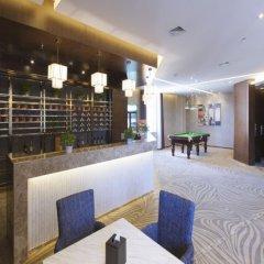 Отель Bluewiah Findlife Hotel (Zhangjiakou Xiahuayuan) Китай, Чжанцзякоу - отзывы, цены и фото номеров - забронировать отель Bluewiah Findlife Hotel (Zhangjiakou Xiahuayuan) онлайн гостиничный бар