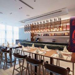 Отель Capri by Fraser China Square Singapore гостиничный бар