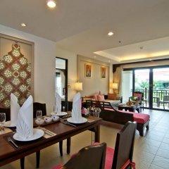 Отель Ravindra Beach Resort And Spa Таиланд, На Чом Тхиан - 6 отзывов об отеле, цены и фото номеров - забронировать отель Ravindra Beach Resort And Spa онлайн интерьер отеля