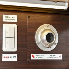 Отель Anshin Oyado Premier Shinbashi Shiodome банкомат