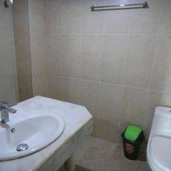 Отель California Филиппины, Пампанга - отзывы, цены и фото номеров - забронировать отель California онлайн ванная