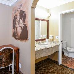 Отель Hollywood Inn Express North Лос-Анджелес ванная