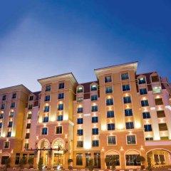 Отель Avani Deira Dubai Hotel ОАЭ, Дубай - 1 отзыв об отеле, цены и фото номеров - забронировать отель Avani Deira Dubai Hotel онлайн вид на фасад
