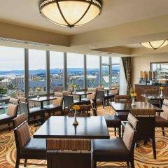 Отель Victoria Marriott Inner Harbour Канада, Виктория - отзывы, цены и фото номеров - забронировать отель Victoria Marriott Inner Harbour онлайн гостиничный бар