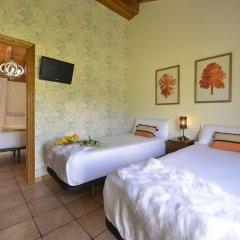 Отель El Puentuco сейф в номере