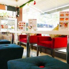 Отель Pakdee Bed And Breakfast Бангкок гостиничный бар