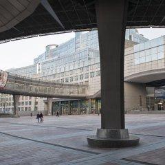 Отель Aloft Brussels Schuman парковка