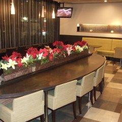 Отель Dormy Inn Premium Hakata Canal City Mae гостиничный бар