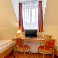 Отель Kriemhild am Hirschgarten Германия, Мюнхен - отзывы, цены и фото номеров - забронировать отель Kriemhild am Hirschgarten онлайн удобства в номере фото 2