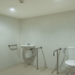 Отель Phuket Center Apartment Таиланд, Пхукет - 8 отзывов об отеле, цены и фото номеров - забронировать отель Phuket Center Apartment онлайн ванная