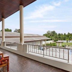Отель Huay Yai Manor балкон