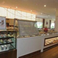 Отель Evergreen Laurel Hotel Penang Малайзия, Пенанг - отзывы, цены и фото номеров - забронировать отель Evergreen Laurel Hotel Penang онлайн питание фото 3
