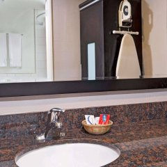 Отель Super 8 by Wyndham Los Angeles-Culver City Area ванная