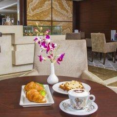 Отель Majestic City Retreat Hotel ОАЭ, Дубай - 5 отзывов об отеле, цены и фото номеров - забронировать отель Majestic City Retreat Hotel онлайн питание фото 2