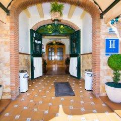 Отель Hostal Los Corchos вид на фасад фото 3