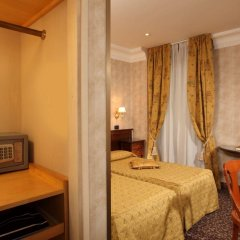 Hotel Condotti сейф в номере