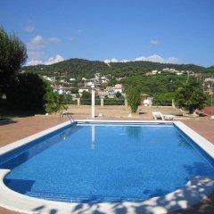 Отель Hostal Los Pinares Испания, Льорет-де-Мар - отзывы, цены и фото номеров - забронировать отель Hostal Los Pinares онлайн бассейн