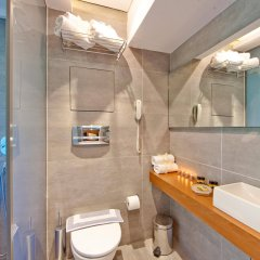 Отель Oktober Down Town Rooms Греция, Родос - отзывы, цены и фото номеров - забронировать отель Oktober Down Town Rooms онлайн ванная