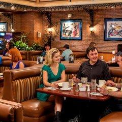 Отель Four Queens Hotel and Casino США, Лас-Вегас - отзывы, цены и фото номеров - забронировать отель Four Queens Hotel and Casino онлайн гостиничный бар