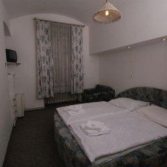 Отель Brezina Pension сейф в номере