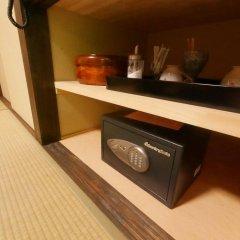 Отель Hatago Sakura Минамиогуни сейф в номере