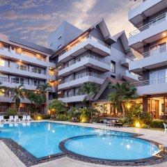 Отель The Holiday Resort бассейн