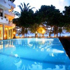 Отель Oasey Beach Resort Шри-Ланка, Бентота - отзывы, цены и фото номеров - забронировать отель Oasey Beach Resort онлайн бассейн