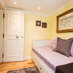 Апартаменты Lisbon Low Cost Apartments комната для гостей