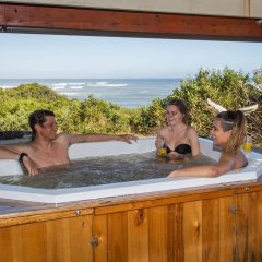 Отель Surf Lodge South Africa бассейн