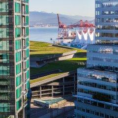 Отель Pinnacle Hotel Harbourfront Канада, Ванкувер - отзывы, цены и фото номеров - забронировать отель Pinnacle Hotel Harbourfront онлайн балкон