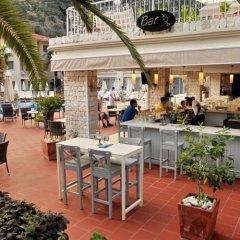 The Blue Lagoon Deluxe Hotel гостиничный бар