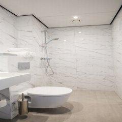 Отель Hotel2stay Нидерланды, Амстердам - 1 отзыв об отеле, цены и фото номеров - забронировать отель Hotel2stay онлайн ванная