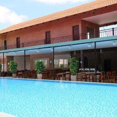 Отель Countryside Garden Resort & Bar бассейн