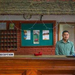 Отель Chitwan Adventure Resort Непал, Саураха - отзывы, цены и фото номеров - забронировать отель Chitwan Adventure Resort онлайн интерьер отеля