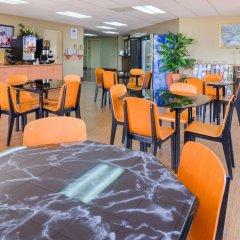 Отель Value Inn Worldwide-LAX гостиничный бар