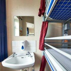 Отель St Christophers Inn Shepherds Bush Великобритания, Лондон - отзывы, цены и фото номеров - забронировать отель St Christophers Inn Shepherds Bush онлайн ванная