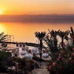 Отель Dead Sea Marriott Resort & Spa Иордания, Сваймех - отзывы, цены и фото номеров - забронировать отель Dead Sea Marriott Resort & Spa онлайн пляж
