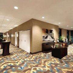 Отель Hilton Garden Inn Calgary Downtown интерьер отеля