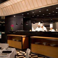 Отель Millennium Hilton New York One UN Plaza США, Нью-Йорк - 1 отзыв об отеле, цены и фото номеров - забронировать отель Millennium Hilton New York One UN Plaza онлайн интерьер отеля фото 2