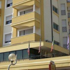 Hotel Montmartre Римини вид на фасад фото 2